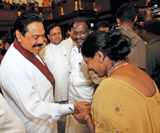 Sri lanka news online edition of daily news lakehouse newspapers uc were sworn in before president mahinda rajapaksa at the presidents office yesterday here mayor patgunarajah greeting president mahinda rajapaksa m4hsunfo